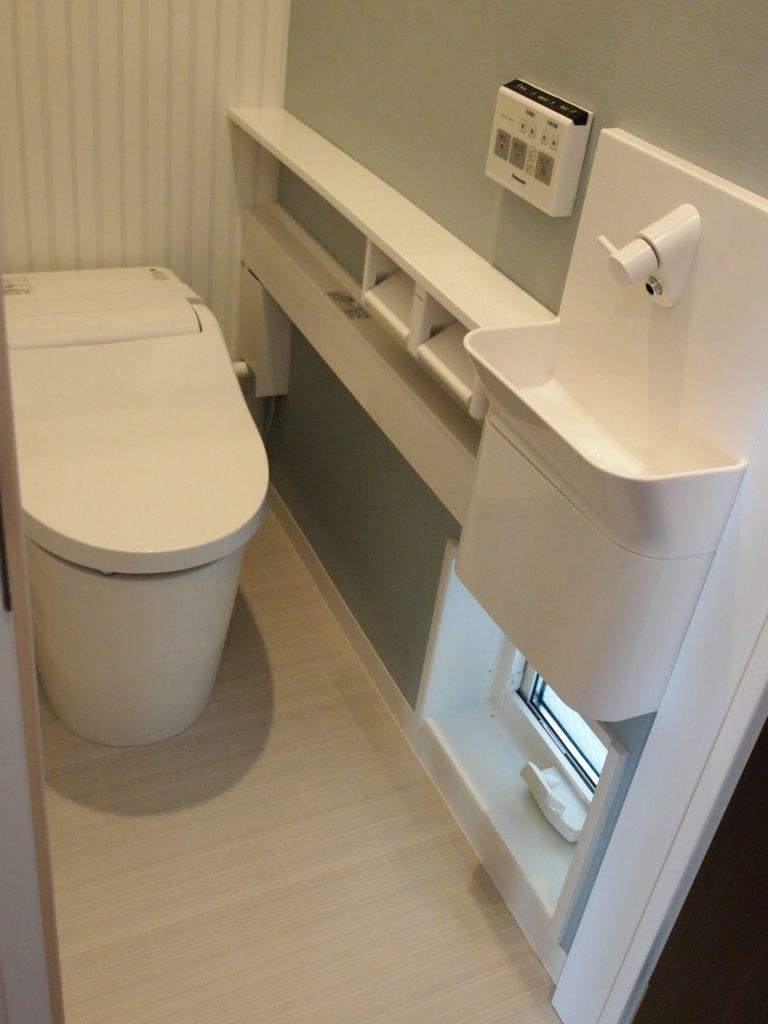トイレ、地窓、手洗い排水